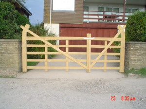 Curved Braced Gates Sept 2010 003